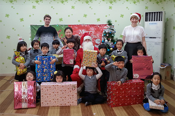 Teaching English in Korea: Work, Travel & Save - Kindergarten Christmas Party