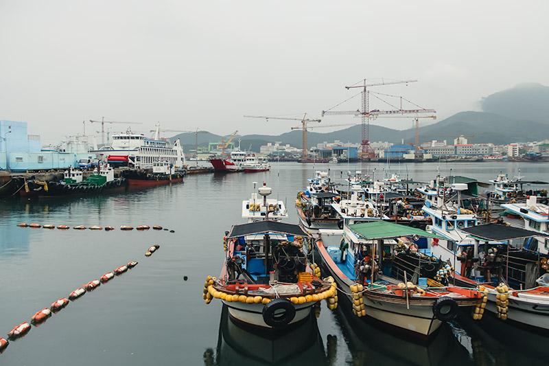 An atmospheric misty day at Tongyeong's Gangguan harbour