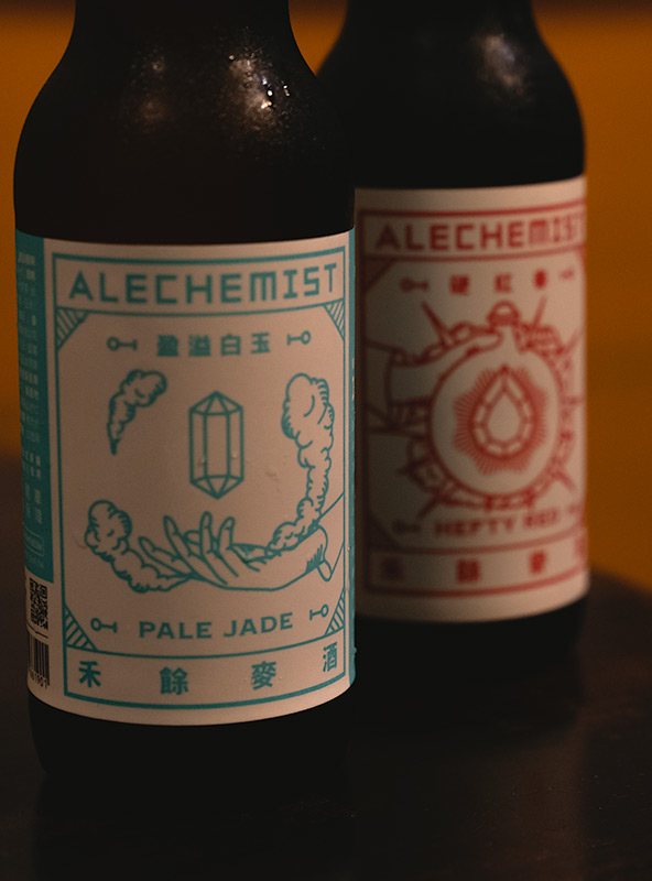 Two bottles of Tawwanese craft beer on a table in Cafe Flaneur in Tainan. The name of the beer is Alechemist.
