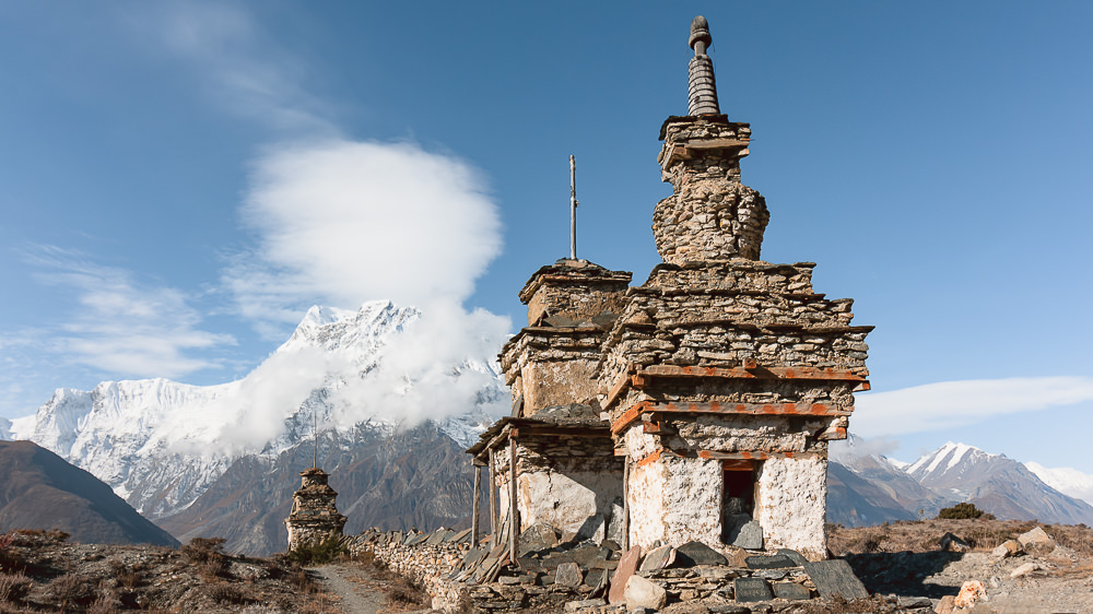 Crumbled chortens and more mountain views on the (NATT) trekking trail from Ngawal to Manang