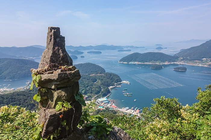 The view to the west as you hike the ridge line behind Jungnim in Tongyeong
