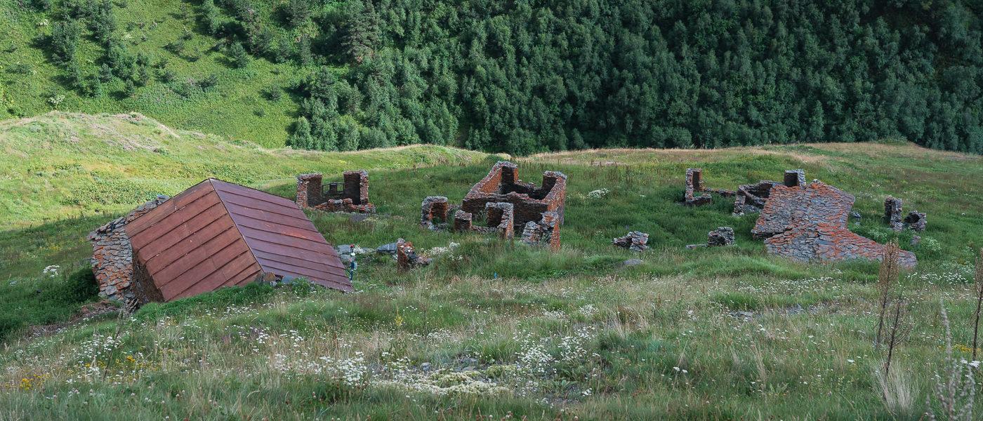The largely abandoned village of Dadikurta on the trail from Nakaicho (Nakle-Kholi) Pass to the Gometsari Gorge in Tusheti