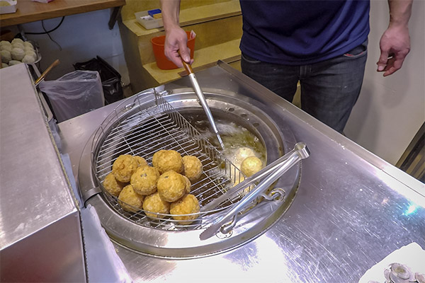 Day Trip From Taipei: Deep fried shrimp balls for sale at Jiufen Old Street, Taiwan