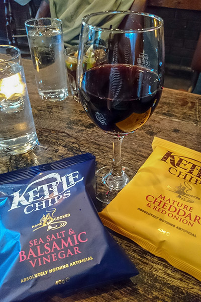 Ultimate Glasgow Guide: Crisps and Wine at The Belle, Glasgow