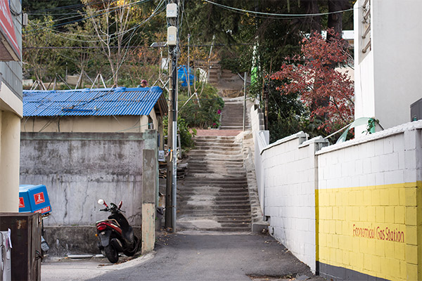Busan City Guide: The view from the street of the path leading up to Bongsudae