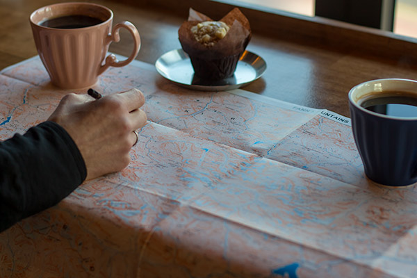 Home page: Coffee cups, muffin and a map