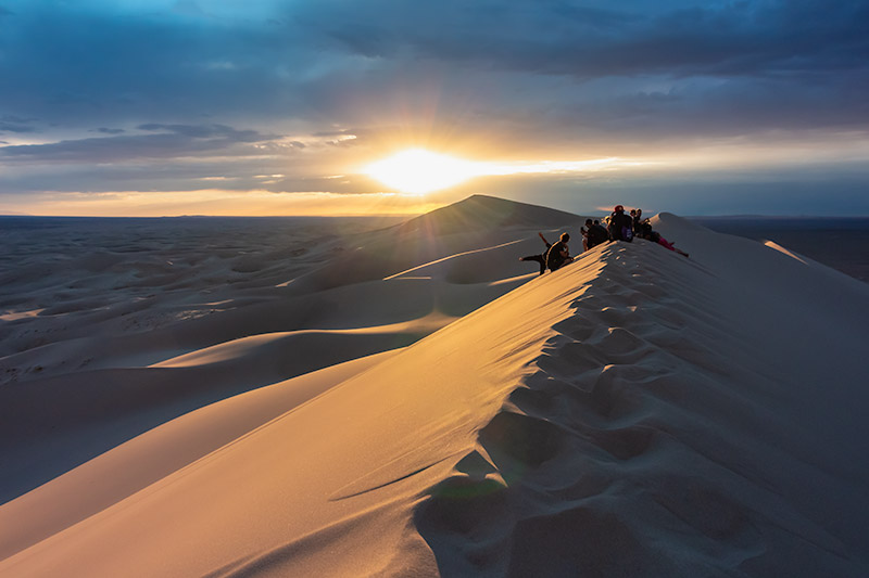 Budget Gobi Tour: Sunset over the Khongor sand dunes, the Gobi, Mongolia