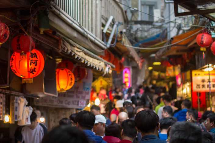 Images of Taiwan: The crowd winds its way slowly through the charming Jiufen Old Street