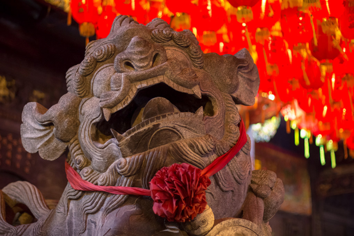 Images of Taiwan: A stone lion outside Shilin Cixian Temple in Taipei looks hungry for all the delicious night market food close by