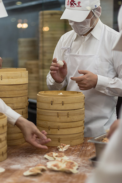 7 Best Things to do in Taipei - Staff at Din Tai Fung making Xiaolongbao