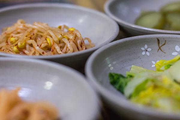 Korean Food: Kimchi Jjigae - Banchan (sides)