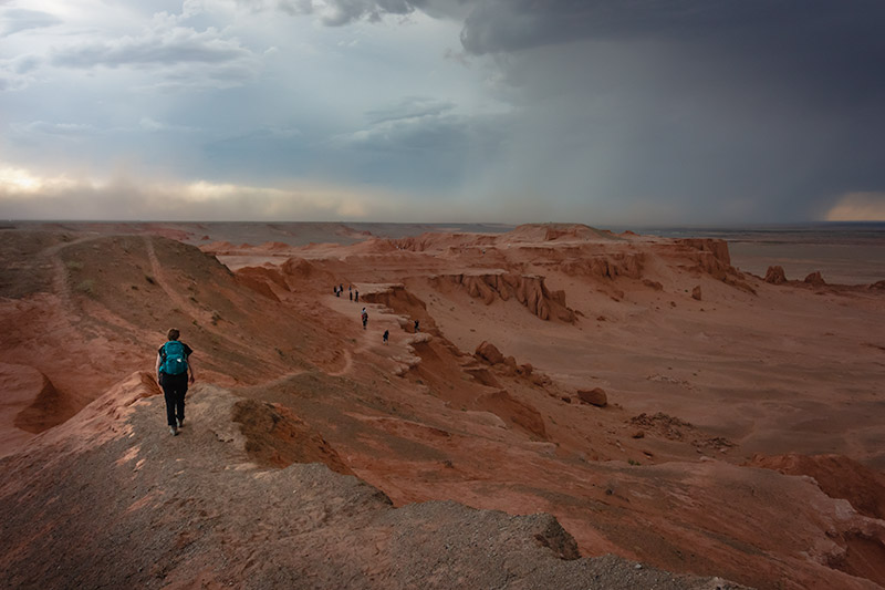 Budget Gobi Tour: Storm time at the flaming cliffs of Bayanzag, the Gobi, Mongolia