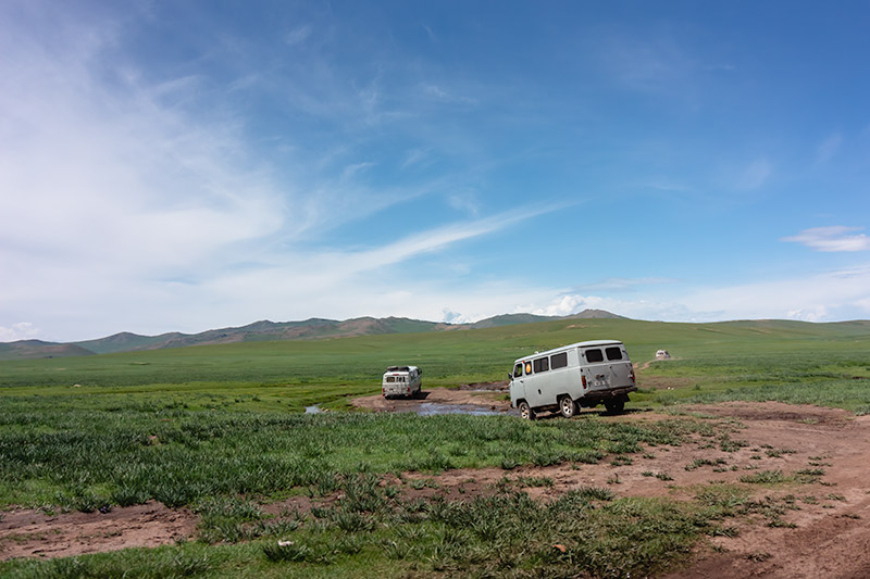 7 Days In The Gobi: Russian vans plunging through the river in Central Mongolia
