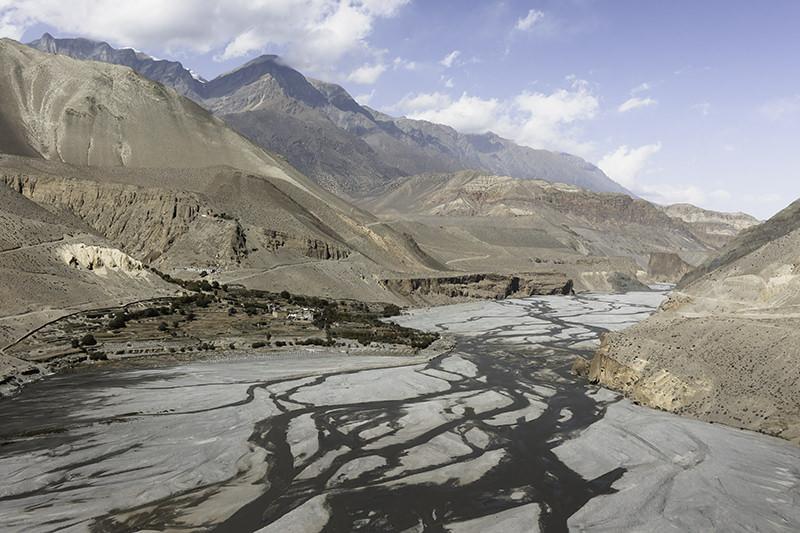 Multiple strands of the Kali Gandaki river snaking down the dramatic gorge
