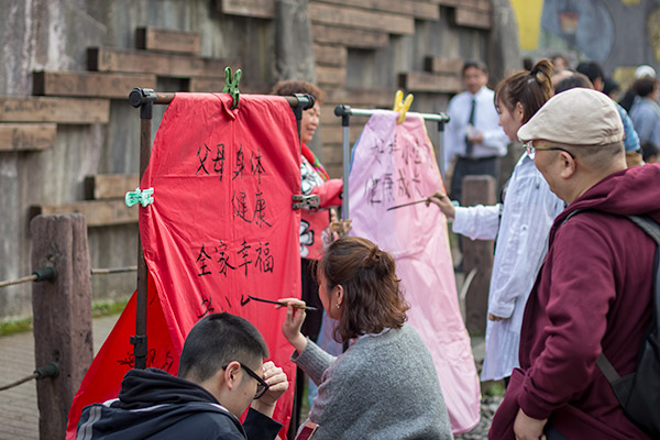 Day Trip From Taipei: Writing messages for Chinese New Year on sky lanterns at Shifen Old Street, Taiwan