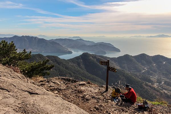 Lunch with a view on Jirisan peak, Saryangdo Island Ridge Hike, Tongyeong, South Korea