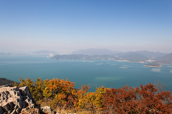 Autumn colours on Saryangdo Island Ridge Hike, Tongyeong, South Korea