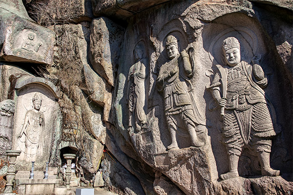 Busan City Guide: Massive rock carvings at Seokbulsa Temple