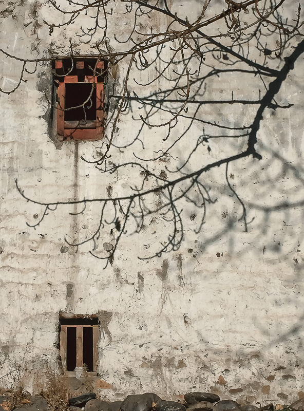 The whitewashed walls of traditional homes in Ghami