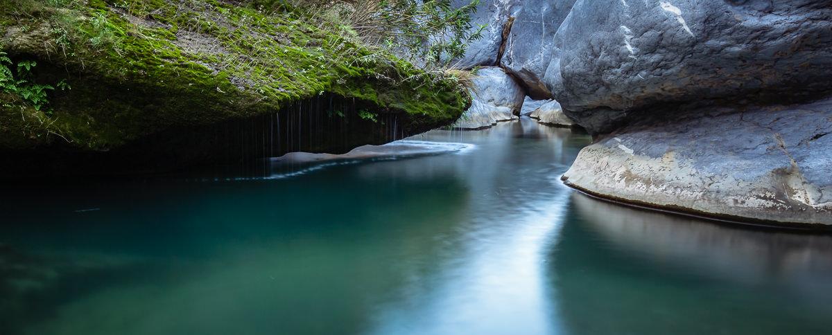 Hidden pool at Wadi Damm, a highlight of an Oman 10 Day Itinerary